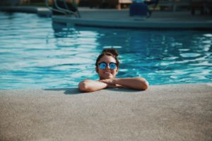 avantages et inconvénients piscine coque et piscine béton