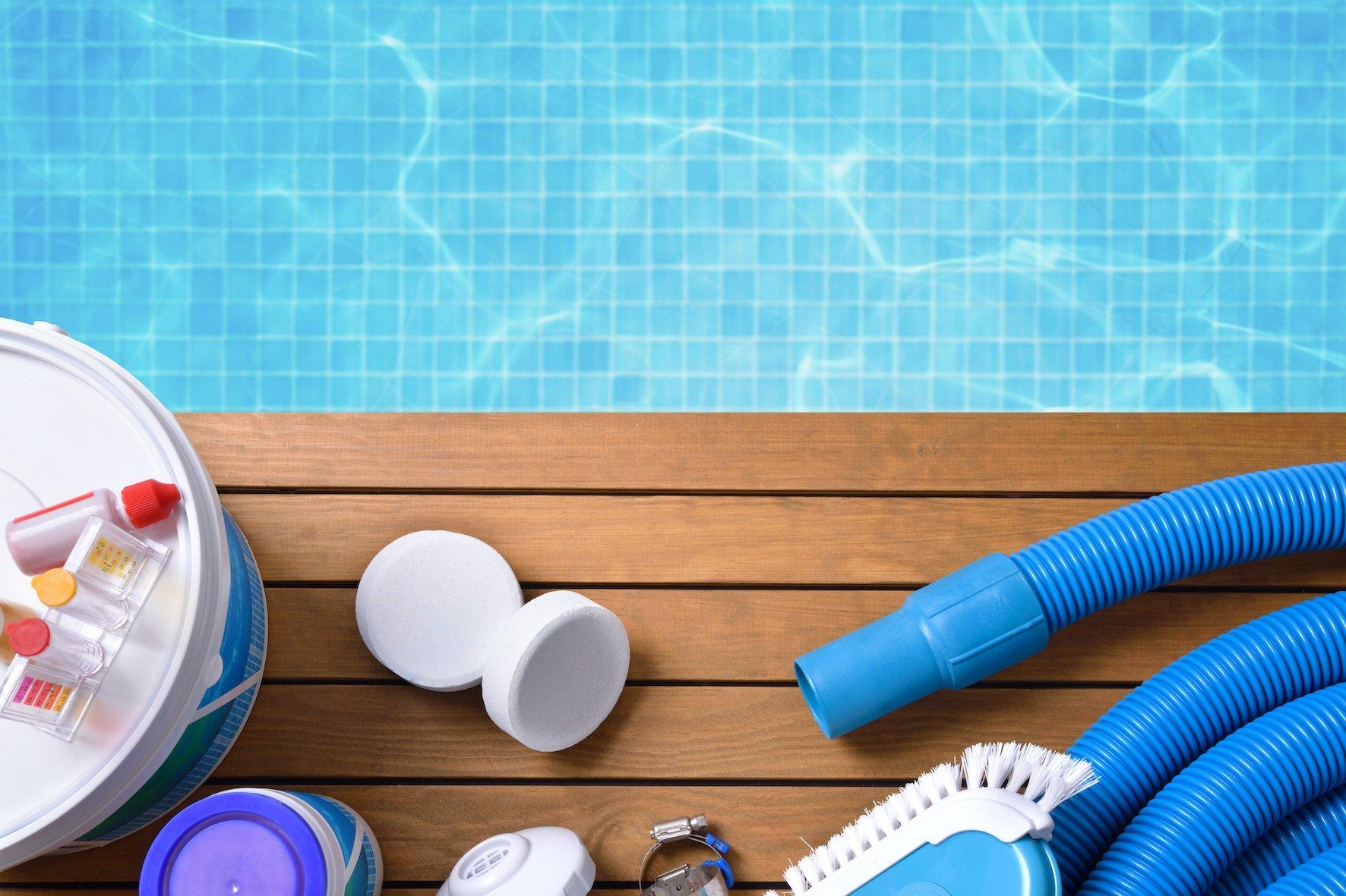 traitement au chlore, brome et sel pour piscine